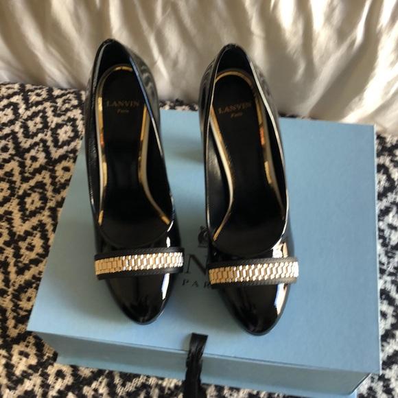Lanvin Shoes - Lanvin never worn pump with chain